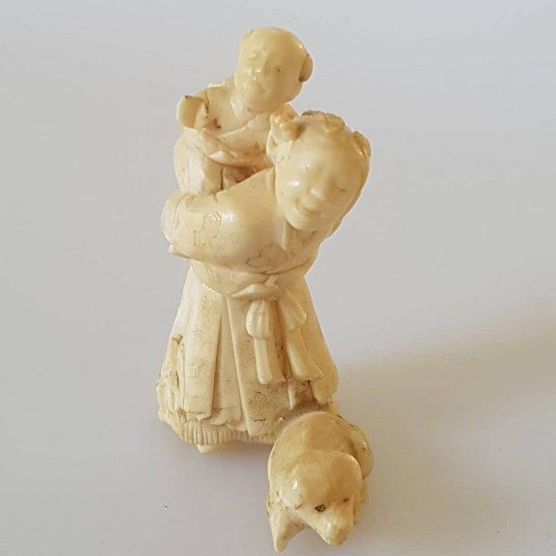 Antik netsuke udskåret i elfenben